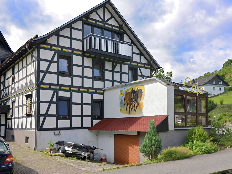 Modern Apartment in Elpe with Balcony, holiday rental in Assinghausen