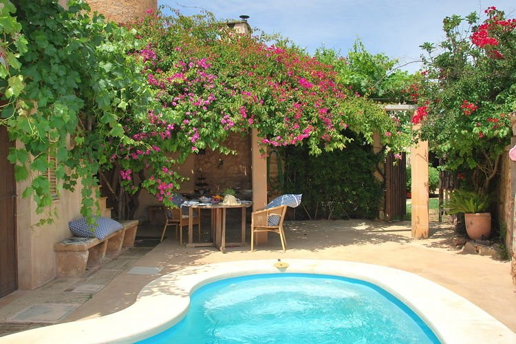 A charming house, full of atmosphere and a private swimming pool., location de vacances à Santanyi