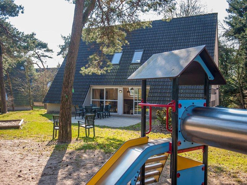Detached villa with four bathrooms, near the Vrachelse Heide, Ferienwohnung in Prinsenbeek