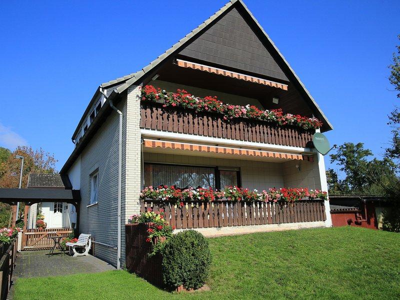 Cozy Apartment near Forest in Hullersen, vacation rental in Delliehausen