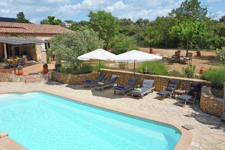 Grandstand view of the Verdon from this villa with private pool in Aups, aluguéis de temporada em Aups