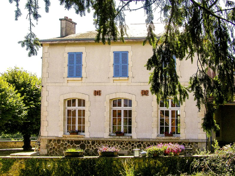 Former schoolhouse in a magnificent, quiet location, vacation rental in Saint-Julien-le-Petit