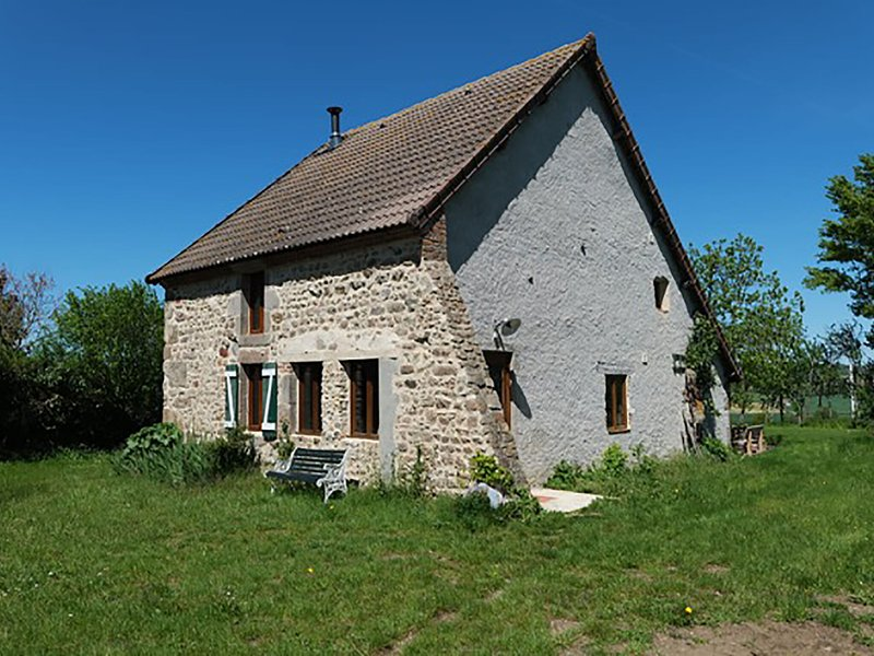 Luxurious Holiday Home in Lapeyrouse near Forest, holiday rental in Buxieres-sous-Montaigut