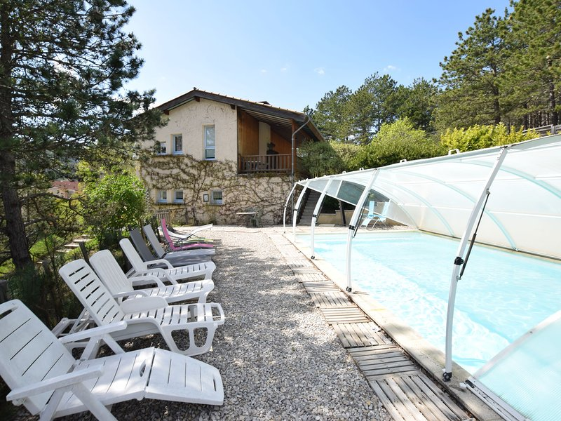 Holiday Villa in Marignac-en-Diois with swimming pool to beautiful garden, vacation rental in Chamaloc
