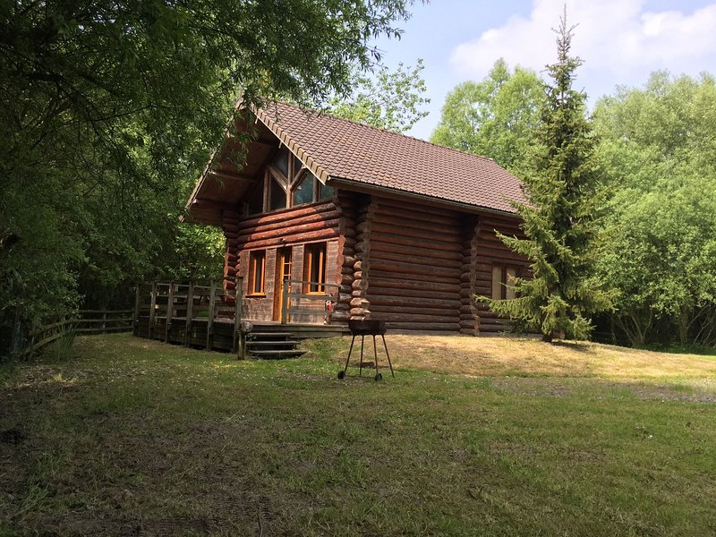 Wooden chalet in a quiet area amidst the countryside, holiday rental in Quend