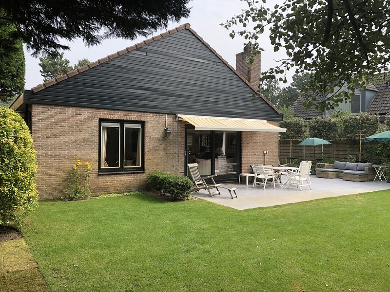 Lovely family house only 500 metres from the sea and close to the woods, holiday rental in Bergen aan Zee