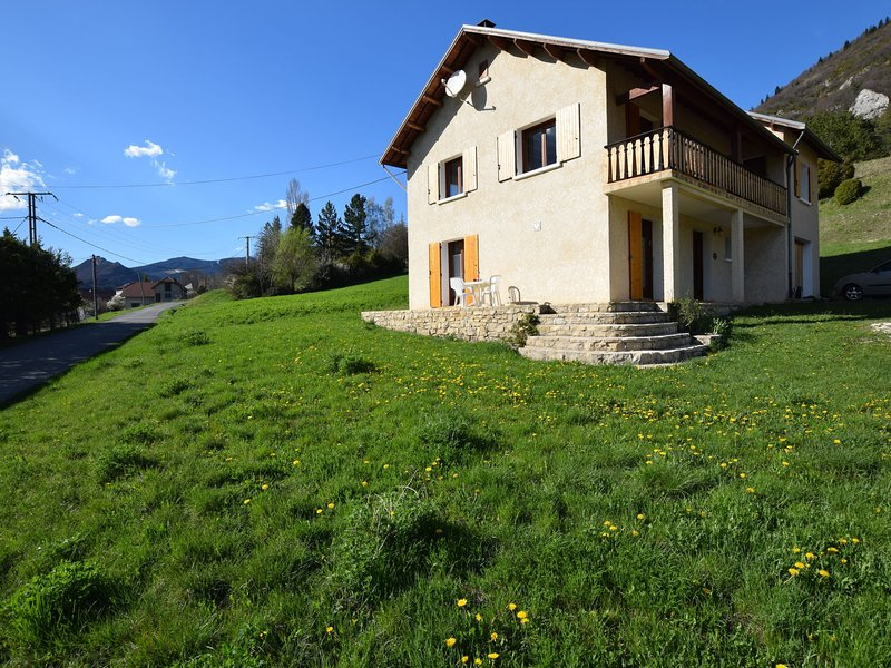 Apartment in Lus-la-Croix-Haute with Mountain View, holiday rental in Lalley