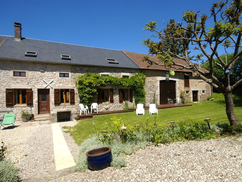 House with large garden and terrace. Near Dun-les-Places., holiday rental in Marigny l'Eglise