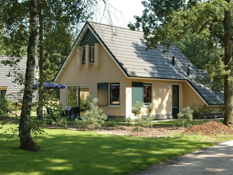 Comfortable holiday home with dishwasher in a nature reserve, Ferienwohnung in Zwiggelte