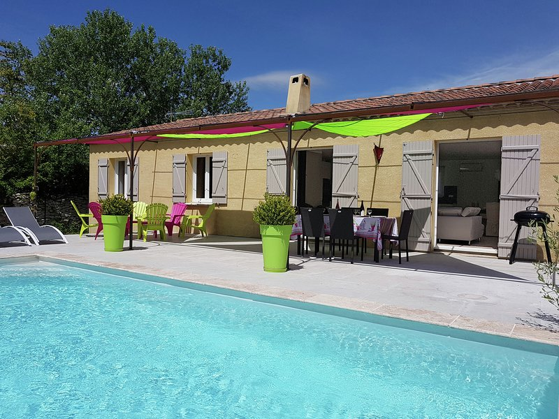 Chic Villa Near Village in Lirac France with Private Pool, vacation rental in Roquemaure