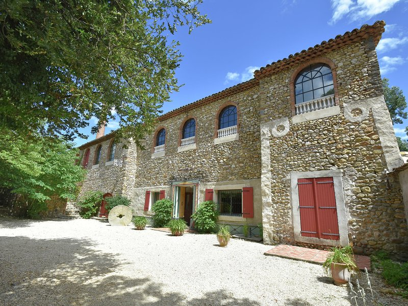 Vintage Villa in Les Mages with  Jacuzzi, vacation rental in Servas