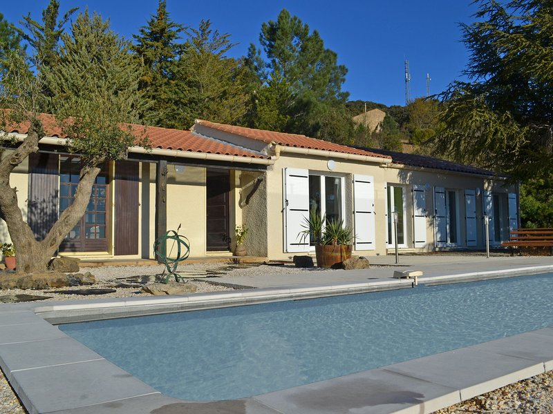 Delighful Villa in Berlou with Private Swimming Pool, aluguéis de temporada em Saint-Etienne-d'Albagnan
