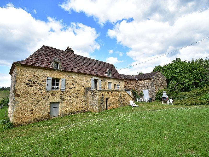 Beautiful holiday home in wooded grounds near Villefranche-du-Périgord (7 km), alquiler vacacional en Villefranche-du-Perigord