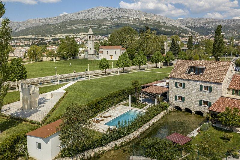 Beautiful Villa Draga, in Dalmatia, with a Pool, vacation rental in Solin