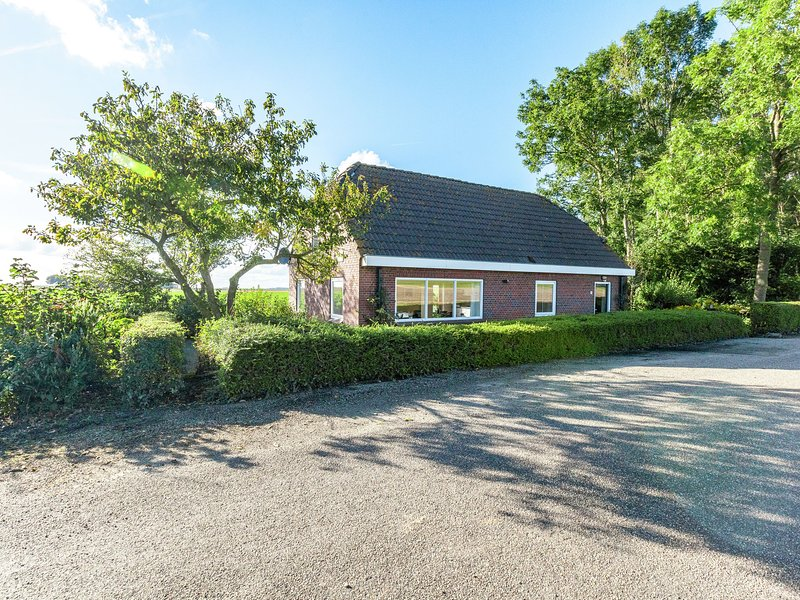 Peaceful Holiday Home in Finsterwolde with Barbecue, holiday rental in Steendam