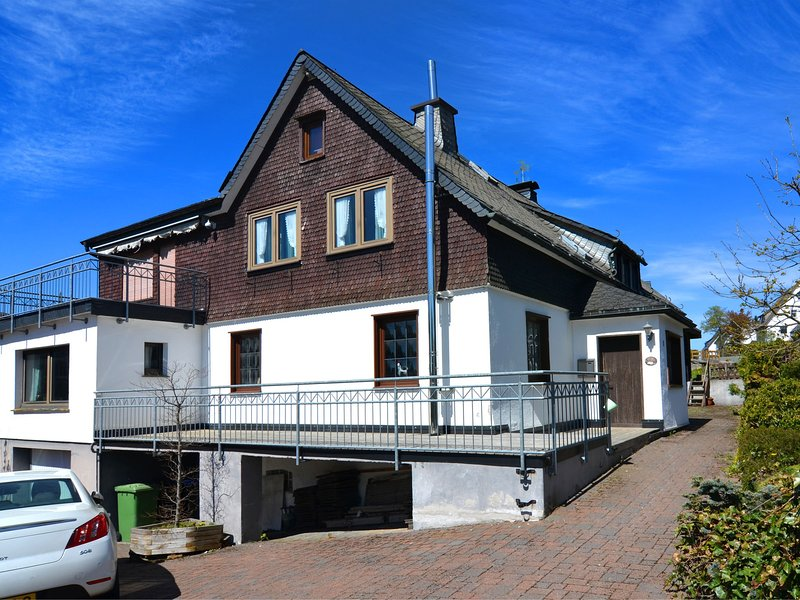 Detached house with sauna, 50m from ski lifts, holiday rental in Langewiese