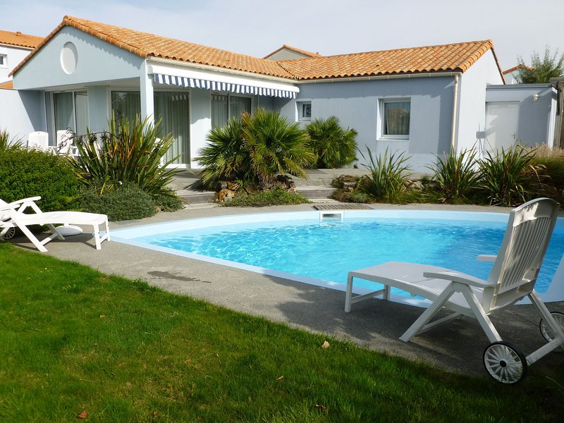 Luxurious villa with dishwasher, only 800 m. from the sea, holiday rental in Chateau-d'Olonne
