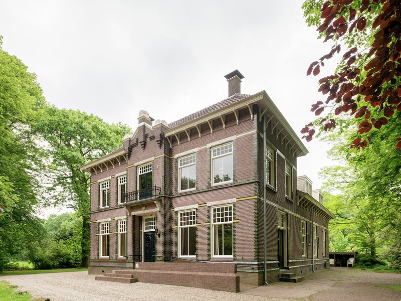 Commodious Mansion in De Schiphorst with Garden, holiday rental in Wanneperveen