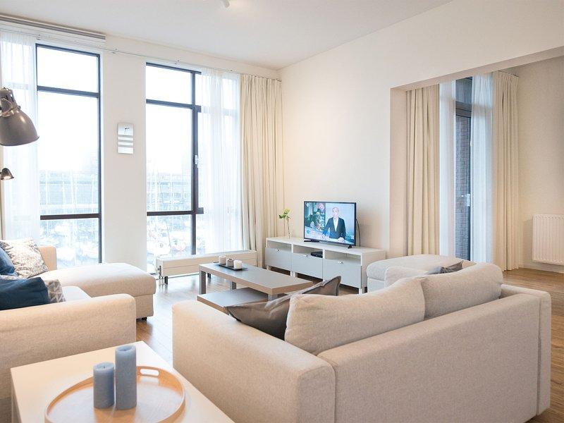 Luxury Apartment in Den Haag near Beach, Ferienwohnung in Den Haag