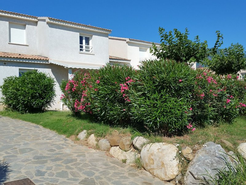 Beautiful, comfortably furnished holiday home in Corsica, vacation rental in Santa-Maria-Poggio