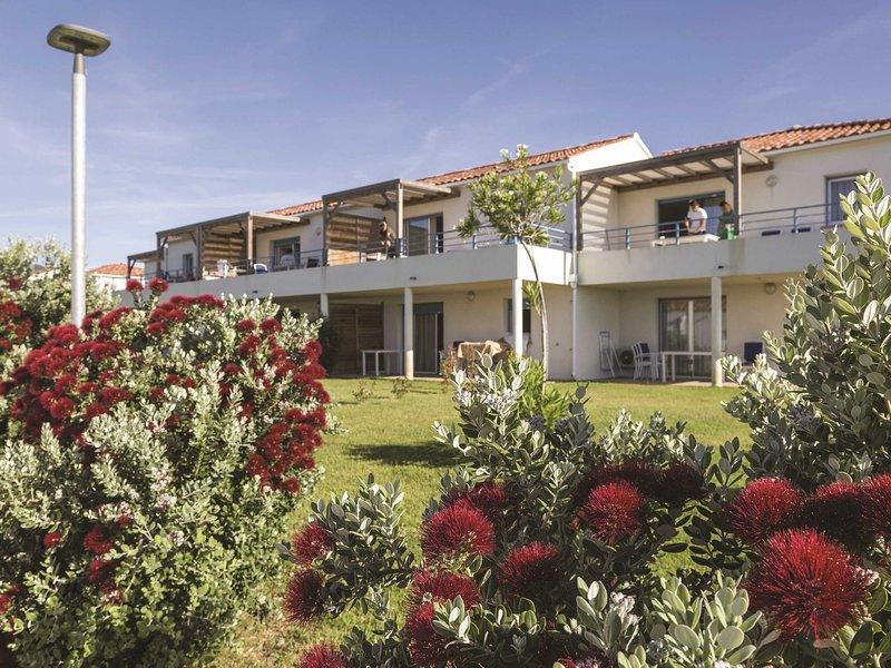 Cozy linked Mediterranean holiday home in Corsica, alquiler de vacaciones en Santa Lucia di Moriani