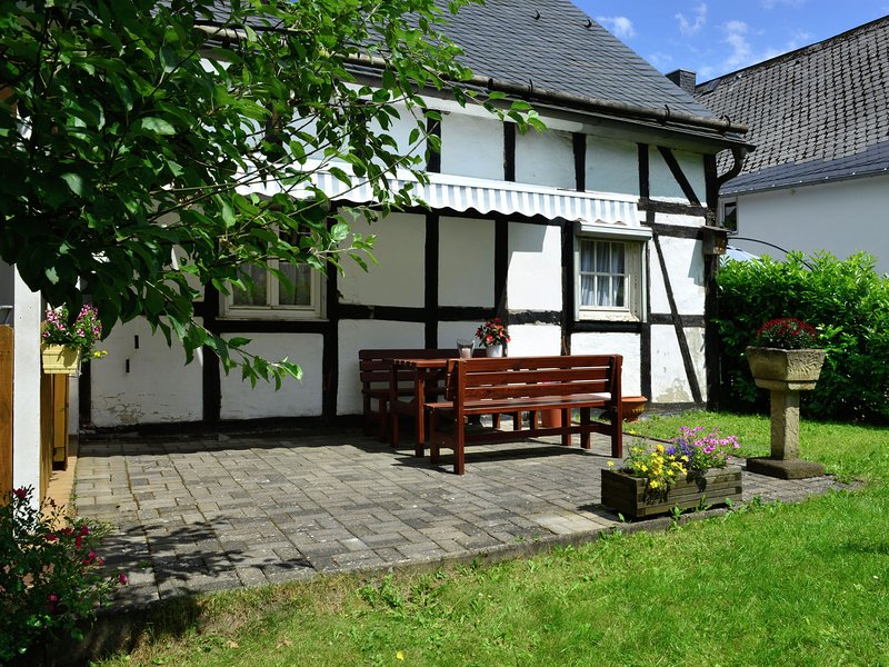 Bright apartment in the Sauerland with conservatory, large terrace and awning, holiday rental in Assinghausen