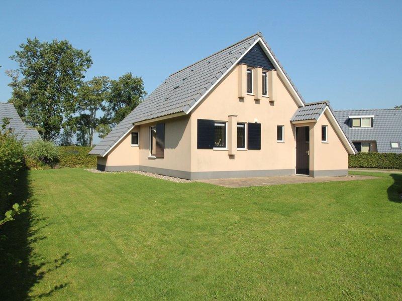 Charming Holiday home in Gaasterlân-Sleat Friesland with garden, holiday rental in Heeg