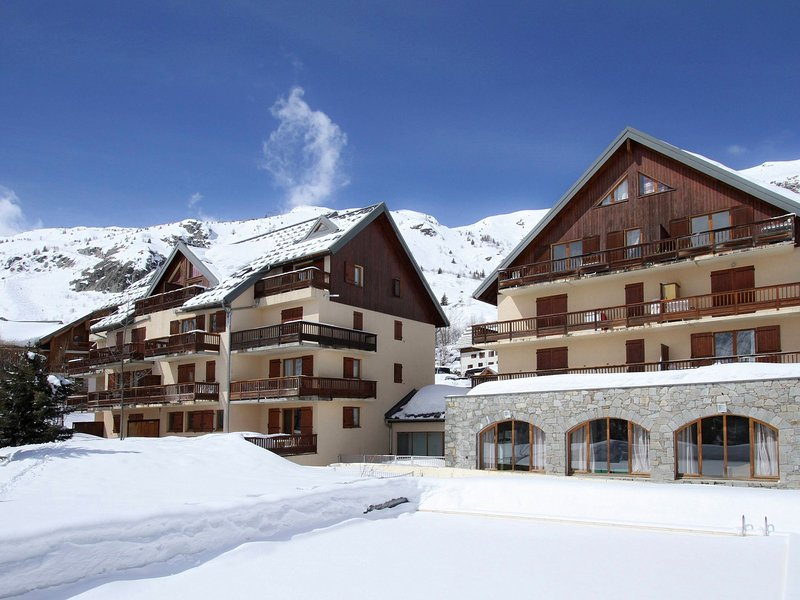 Traditional apartment on the slopes in St Jean d'Arves, holiday rental in Saint-Sorlin-d'Arves