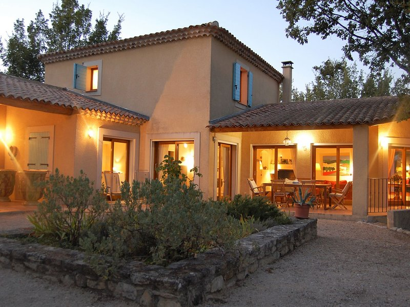 Luxurious Villa with Private Pool at Saignon France, holiday rental in Castellet