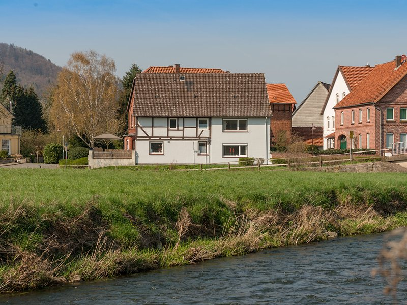 Modern Holiday Home near River in Amelgatzen, holiday rental in Bodenwerder