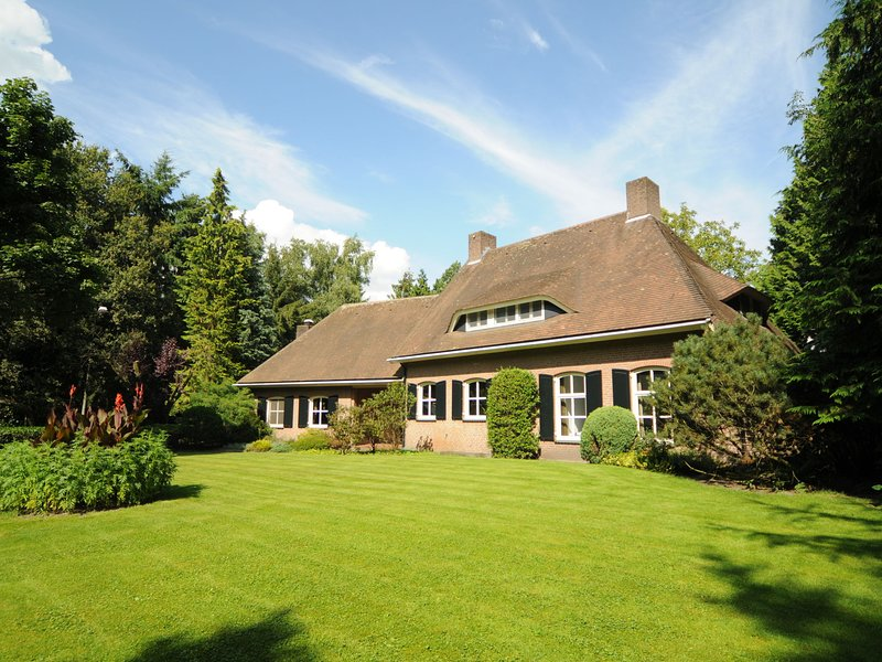 Cozy Mansion in Gemert near the Forest, casa vacanza a Elsendorp