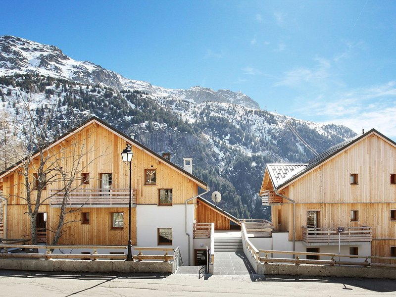 Modern apartment with a dishwasher in authentic Vaujany, alquiler vacacional en Vaujany