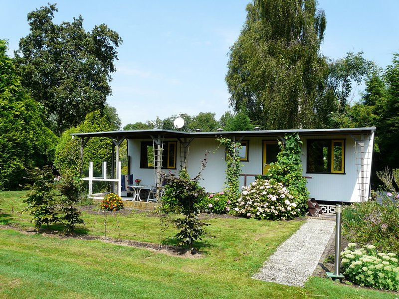 Authentically furnished chalet near the Nieuwkoopse Plassen, holiday rental in Bodegraven