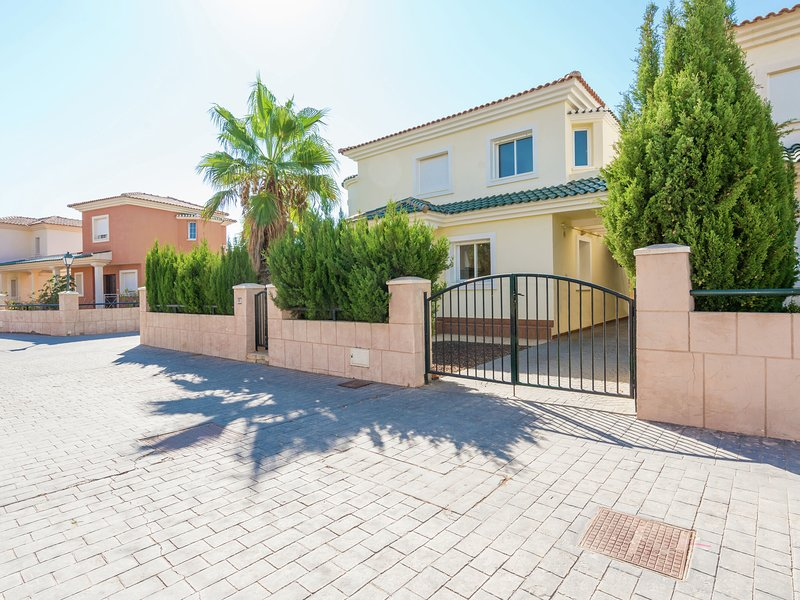 Modern Villa in Murcia with Swimming Pool, location de vacances à Banos y Mendigo