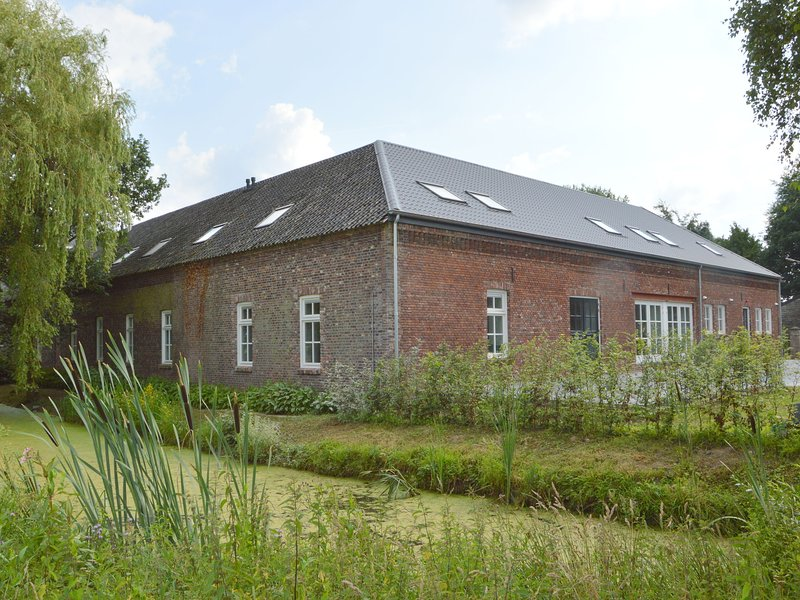 Luxurious group accommodation with sauna, recreation room and bedrooms with priv, holiday rental in Broekhuizen