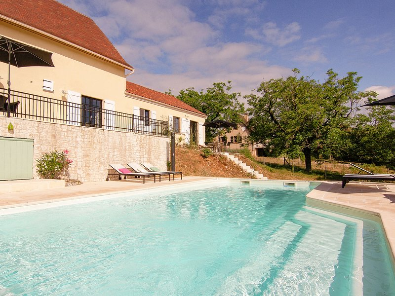 Chic Holiday Home in Rocamadour France With Private Pool, holiday rental in Rignac