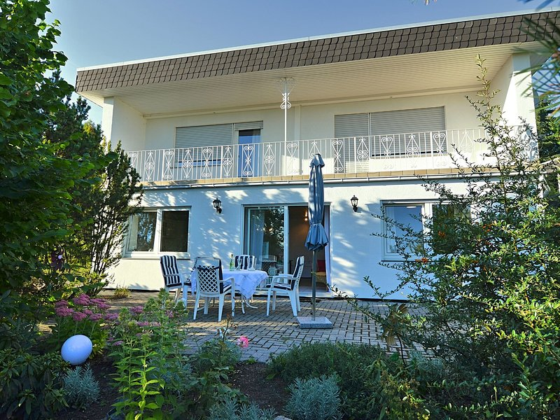 Bright and beautiful apartment with terrace in the state of Hesse, holiday rental in Alheim