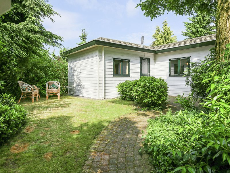 Detached, fully equipped chalet in Vechtdal near Ommen, for 4 people, casa vacanza a Beerze