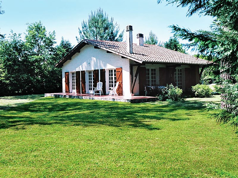 Stunning, detached holiday home near sandy beaches and a leisure lake., vacation rental in Leon