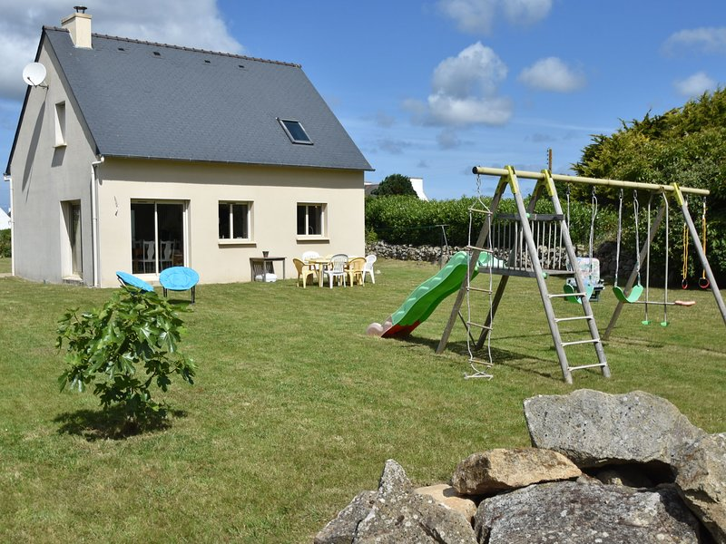 Luxurious Holiday Home in Plouhinec near Sea, vacation rental in Cleden-Cap-Sizun