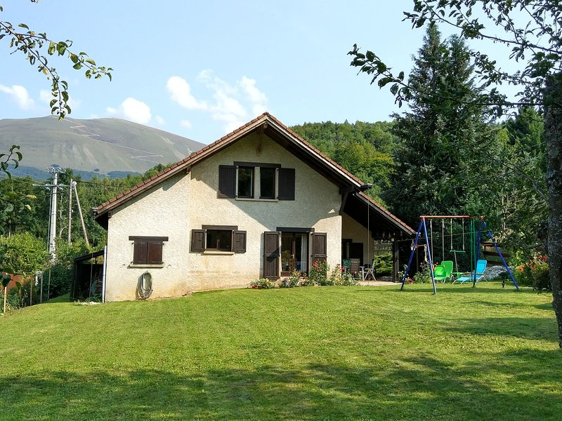 Chalet in Saint-Jean-de-Vaulx with Mountain View, holiday rental in La Mure