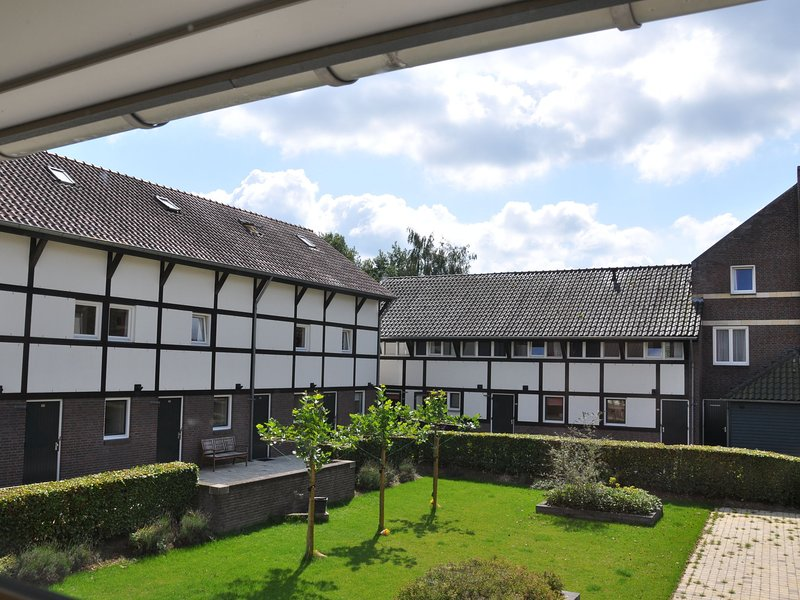 Cozy furnished holiday home with a terrace in South Limburg, holiday rental in La Calamine