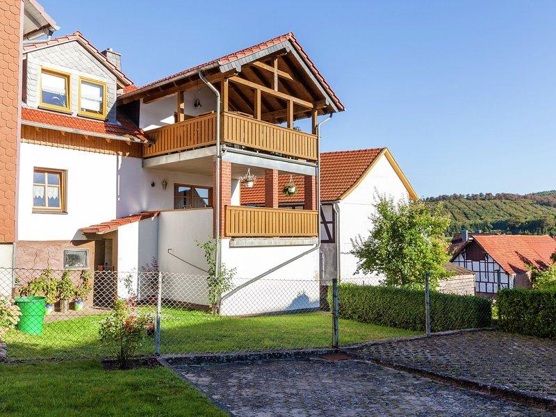 Apartment in the Kellerwald National Park, with balcony and easy access to a hos, aluguéis de temporada em Gilserberg