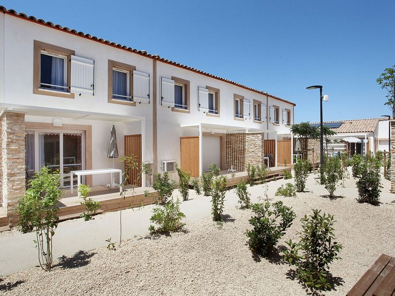 Beautiful modern apartment near the historic Aïgues Mortes, vacation rental in Aigues-Mortes