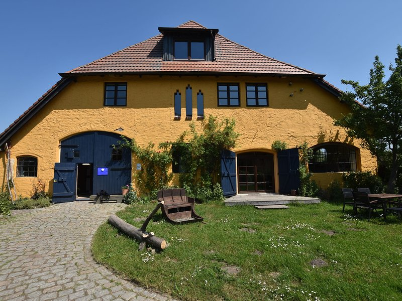 Cozy Apartment in Buschenhagen with Sauna, holiday rental in Klausdorf
