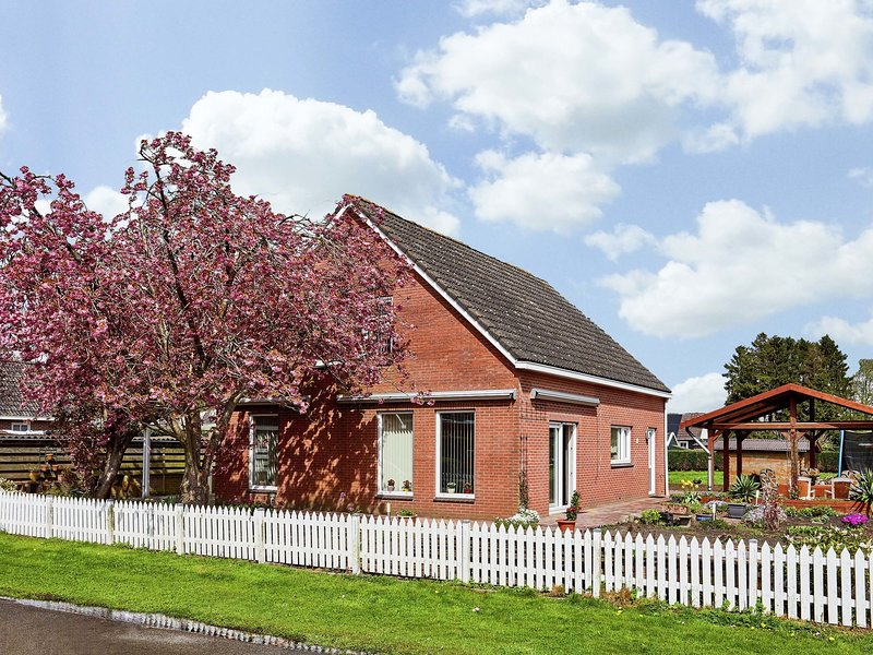 Luxurious Holiday Home in Valthermond with Terrace, holiday rental in Erica