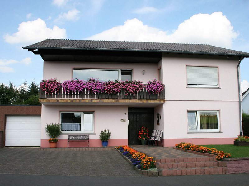Cozy Apartment in Strotzbüsch near Eifel Center – semesterbostad i Strohn