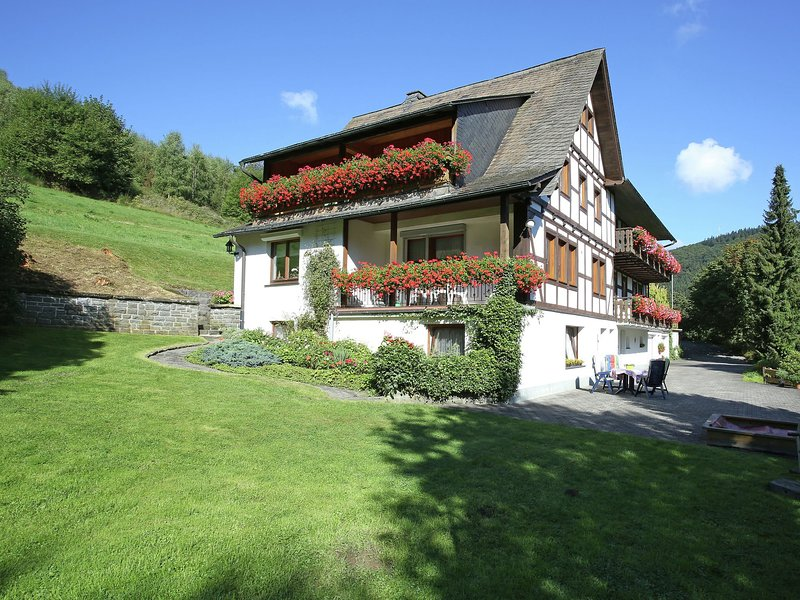 Cosy apartment with balcony at the edge of the Rothaar Mountains, alquiler vacacional en Schmallenberg