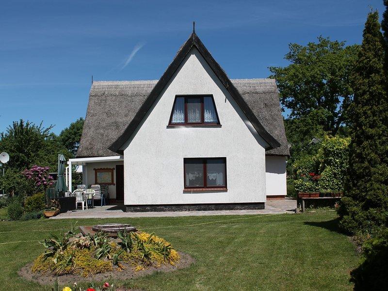 Quaint Apartment in Pepelow near Sea, holiday rental in Neubukow