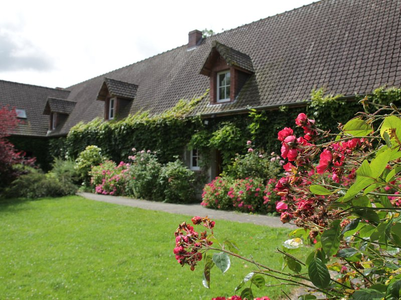 Linked houses in a quiet area amidst the countryside., holiday rental in Quend